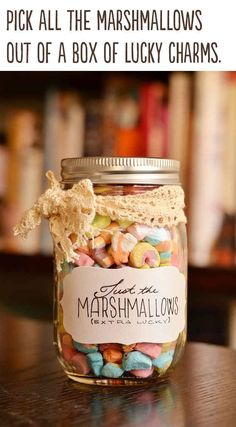 Best DIY Gifts in Mason Jars - Just Marshmallows Gift In A Jar - Cute Mason Jar Crafts and Recipe Ideas that Make Great DIY Christmas Presents for Friends and Family - Gifts for Her, Him, Mom and Dad - Gifts in A Jar That Are Easy, Quick and Cheap Pot Mason Diy, Mason Jars, Mason Jar Gifts, Valentines Bricolage, Valentines Diy, Valentine Day Gifts, Best Christmas Gifts, Christmas Fun, Christmas Presents