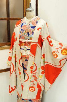 絹鼠色地波に菊梅美しいアンティーク長羽織 - アンティーク着物/リサイクル着物のオンラインショップ…
