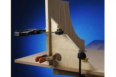Right-angle brace gives you a corner on clamping tasks