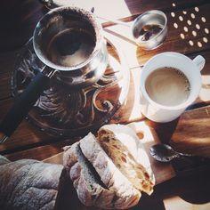 В жизни, как в чашечке кофе, есть и сладость сахара, и горечь гущи. Как ни фильтруй, ни процеживай, безних кофе не кофе. Эльчин Сафарли «Я хочудомой» Понравилось? Скажи спасибо лайком! ;)