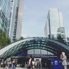 Per favore sii poesia. #spring4igers#london#urban#streetphotography#city#architecture#architexture#architecturedesign#normanfoster#station#underground#photooftheday#igerslondon#igerseurope#building#liveauthentic#socality#lavitainunoscatto#passionpassport#travelgram#huffpostgram#explore#vsco#peoplecreative#whatiwore#thatsdarling#tbt#landscape by psychocandy_______