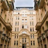 Welk hotel is het beste? Hostel, Multi Story Building, Mansions, House Styles, City, Villas, Cities, Palaces, Mansion