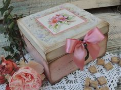 with a bow Decoupage Box, Decoupage Vintage, Vintage Crafts, Ceramic Painting, Painting On Wood, Tole Painting, Pretty Storage Boxes, Decorative Wooden Boxes, Pintura Country