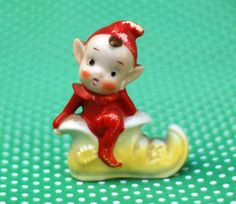 We had this one when i was a kid. I wonder what ever happened to it? Christmas Past, Vintage Christmas, Christmas Stuff, Christmas Recipes, Christmas Ideas, Xmas, Vintage Santa Claus, Vintage Santas, Christmas Figurines