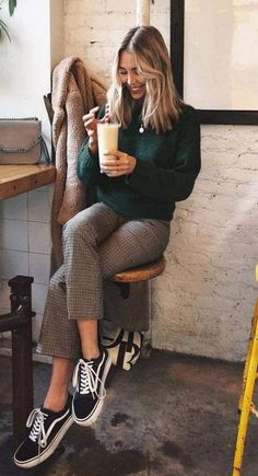 what to wear with Vans sneakers : sweater + plaid pants - outfits Look Fashion, Trendy Fashion, Winter Fashion, Womens Fashion, Fashion Trends, Fashion Ideas, Spring Fashion, Trendy Style, Fashion Pants