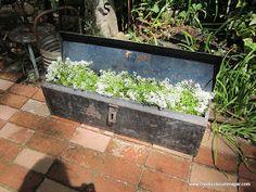 creeksiderummager...great blog w/ideas turning junk into treasures :)