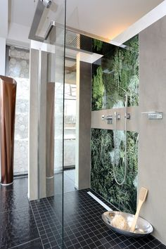 Bodengleiche Walk In Dusche Mit Regenkopfbrause Und Rückwand Print