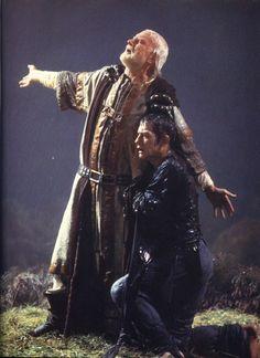 9 september 2012: Uit de pas. Foto: John Hurt als The Fool en Laurence Olivier als King Lear in een verfilming van Shakespeare's King Lear
