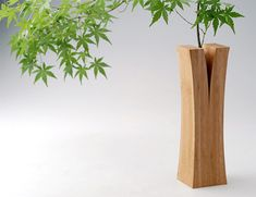 Split Wood Vase  Creative vases from the Laminated Bamboo Lumber Project by Japanese design collective Teori. More info here: http://www.toxel.com/inspiration/2009/05/02/modern-vases-and-creative-vase-designs/ and here: http://www.notcot.com/archives/2008/03/teori.php
