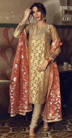 Asian Wedding Dress Pakistani, Pakistani Fancy Dresses, Pakistani Fashion Party Wear, Indian Bridal Fashion, Pakistani Dress Design, Pakistani Outfits, Indian Outfits, Indian Dresses, Party Wear Dresses