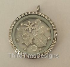 Me gustan los snowflakes y bolitas. LET IT SNOW Floating Charm Bundle by ThirdTimeDesigns on Etsy,