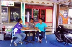 Bhabinkamtibmas Kelurahan Panjang sampaikan himbauan kamtibmas dalam acara service gratis Mataram Sakti