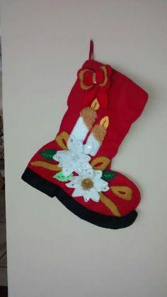 Bota en paño lence rebordada a mano con lentejuelas y mostacillas