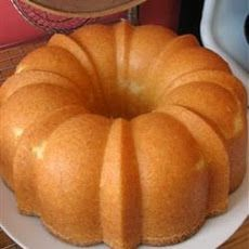 Old Fashioned Pound Cake Recipe. Moist Old-Fashioned Pound Cake 3 ½ cups cake flour (sifted) (I use Swans Down or Softasilk); 2 sticks butter or margarine; 1 (Old Fashioned Homemade Butter) Bunt Cakes, Cupcake Cakes, Cupcakes, Old Fashioned Pound Cake, Baking Recipes, Dessert Recipes, Pause Café, Pound Cake Recipes, Puddings