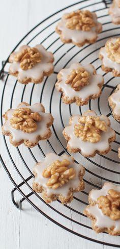 Swiss Walnut Christmas Cookies | eatlittlebird.com (bake bar)