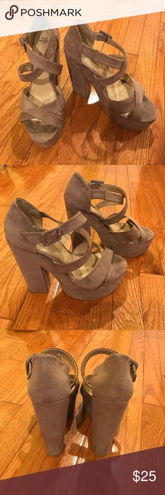 Zara Tan Suede Platform Heels size 8 These Zara platform heels are SO comfortable. They are an adorable tan suede material and are perfect for Summer and Spring! Zara Shoes Heels