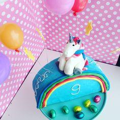 Regenbogen-Einhorn Kuchen