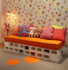 20+ Creative Uses of Concrete Blocks in Your Home and Garden --> A sofa bed made with 42 white concrete blocks #concrete_block #cinder_block