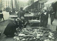 Compra de libros en el mercado de San Antoni