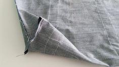 Tutorial borsa fai da te Recycle Jeans, Flower Pillow, Handmade Bags, Bag Accessories, Shopping Bag, Tote Bag, Sewing, Fashion, Alphabet