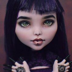 Portrait OOAK Elissabat large doll - 16,5 inches. Mehndi tattoos at her  hands. Портретный ООАК большой Элиссабат - 42 см. Татуировки мехенди на руках. #elissabat #ooak #repaint #mehndi #monsterhigh #madambu
