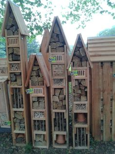 Insekten Hotel - My best decoration list Bug Hotel, Dream Garden, Garden Art, Design Cour, Cedar Garden, Fertilizer For Plants, Vegetable Garden Design, Yard Design, Farm Gardens
