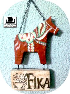 Dala Horse, Estilo Folk, Folk Fashion, Coffee Signs, Fika, Suncatchers, Wall Signs, Hygge, Diy Crafts