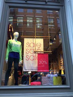 New York Post Xmas sales windows December 2014 #TRC #Retail #VM Shop House Plans, Shop Plans, Machine Sport, Semarang, Design Food, Sign Design, Outfit Gym, Architecture Art Nouveau, Window Signage