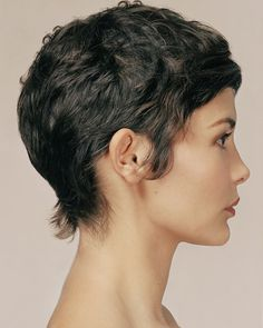 Audrey Tautou, short hair from the side Pixie Cut Curly Hair, Wavy Hair, Short Hair Cuts, Curly Hair Styles, Short Pixie, Messy Pixie, Blonde Pixie Cuts, Curly Short, Thick Hair