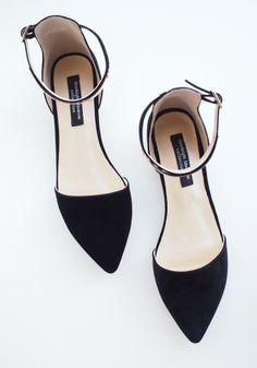 Goodnight Macaroon BLACK POINTY METAL PLATE ANKLE STRAP SUEDE LEATHER FLATS $99.00 USD