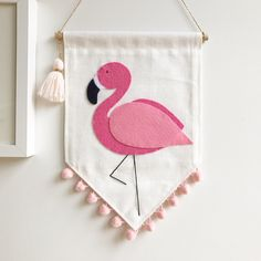 Image of Flamingo Felt Crafts Diy, Diy Crafts For Gifts, Diy Home Crafts, Sewing Crafts, Flamingo Craft, Felt Wall Hanging, Felt Banner, Felt Birds, Diy Embroidery