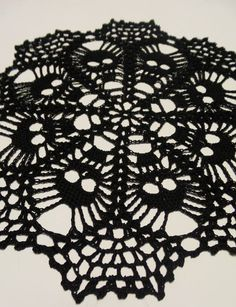 Diy Crafts - Ravelry: Skull doily pattern by Ann Wanamaker Crochet Fall, Cotton Crochet, Filet Crochet, Thread Crochet, Diy Crochet, Crochet Crafts, Crochet Projects, Tapete Crochet, Crochet Coaster