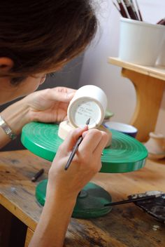 Everything we write on the bottom of our ceramics can be personalized. Hand painted in Deruta. #italianceramics #handmade #madeinitaly #workinprogress