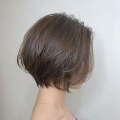 Korean Short Hair Bob, Japanese Short Hair, Short Hair Styles For Round Faces, Short Hair Cuts, Medium Hair Styles, Short Hair Back View, Auburn Hair Dye, Stylish Short Hair, Shot Hair Styles
