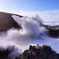 Beautiful picture of the waves crashing on the Oregon Coast.  Photo from @ lumos_adventures Instagram