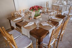 Lounge, Table Settings, Photo And Video, Instagram, Wedding On The Beach, Wedding Decoration, Nature, Mesas, Airport Lounge