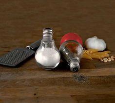 ¿Quieres unas bombillas convertidas en salero y pimentero? | Mil Ideas de Decoración http://www.milideas.net/quieres-unas-bombillas-convertidas-en-salero-y-pimentero?utm_content=buffer71265&utm_medium=social&utm_source=pinterest.com&utm_campaign=buffer #DIY