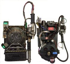 the proton pack from paul feig's Ghostbusters movie compared with an original.