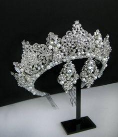 Bridal crown Wedding crown Crystal crown Royal tiara Rhinestone headband Queen crown Bridal crowns a Silver Wedding Crowns, Gold Bridal Crowns, Bridal Tiara, Crystal Wedding, Wedding Tiaras, Wedding Veils, Bridal Headpieces, Crown Royal, Queen Crown