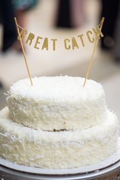 Funny Wedding Photos Break tradition with these 15 funny wedding cake toppers for the lighthearted couple. - Break tradition with one of these unqiue wedding cake toppers. Funny Wedding Cake Toppers, Wedding Cake Stands, Unique Wedding Cakes, Dessert Bar Wedding, Wedding Desserts, Dessert Bars, Wedding Decorations, Classic Romantic Wedding, Traditional Wedding Cake