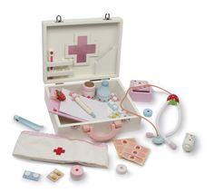 Dřevěný lékařský kufřík Isabel   Dřevěné domečky pro panenky, dřevěné hračky, dětské dřevěné kuchyňky, dřevěné vláčkodráhy, dřevěné dětské nářadí a vše, co ke hraní patří