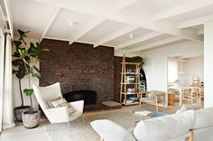 OH YESSSSSS!!!! This Australian house pushes all the right buttons, and is the ultimate dose of...