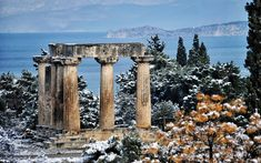 Other parts of the Peloponnese were also affected by the snow, which caused problems for motorists on the Corinth–Patras national highway. The Doric pillars of the Temple of Apollo in Ancient Corinth, on the other hand, seem to be enjoying this sudden change in scenery.