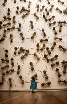 ART: Invasive Ant Art Installations by Rafael Gómezbarros This is equally terrifying as it is oddly amusing. Since sculptor Rafael Gómezbarros has brought his invasive swarm of giant ants to pub Ant Art, Modern Art, Contemporary Art, Art Public, Instalation Art, 3d Fantasy, Insect Art, Art Sculpture, Art Plastique