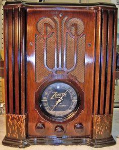 Zenith 4V31 - A beautiful tombstone radio.