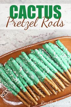 How to Make Cactus Pretzel Rods. These are easy & festive treats and the cactus theme is everywhere right now! With only three ingredients - these sweet and salty snacks can be made in a snap and they're perfect for party favors or dessert tables. Chocolate Crinkles, Chocolate Covered Pretzels, Fiesta Cake, Fiesta Party Favors, Mexican Fiesta Party, Llama Birthday, Pretzel Dip, Baby Shower, Bridal Shower