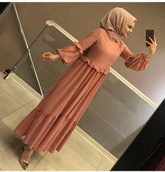 Modern Hijab Fashion, Abaya Fashion, Muslim Fashion, Fashion Dresses, Hijab Style Dress, Hijab Chic, Hijab Outfit, Modele Hijab, Hijab Fashionista
