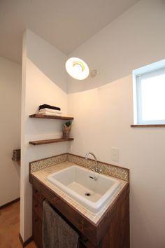 アンティークとグリーンが映えるカフェスタイルな家 ゼストの写真集 倉敷市 注文住宅 工務店 Corner Bathtub, Bathroom, Interior, Washroom, Indoor, Full Bath, Interiors, Bath, Bathrooms