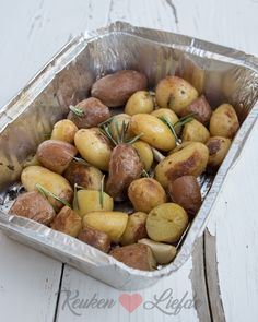 Barbecue potatoes with rosemary and garlic – Kitchen ♥ Love - Bbq İdeas Spicy Recipes, Low Carb Recipes, Healthy Recipes, Cobb Bbq, Weber Bbq, Bbq Party, Bbq Grill, Outdoor Cooking, Food For Thought