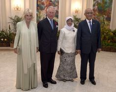 Camilla Parker Bowles Photos - Prince Charles, Prince of Wales, Camilla, Duchess of Cornwall, Singapore President, Halimah Yacob (2nd R) and her husband, Mohamed Abdullah Alhabshee attend a reception and dinner at the Istana Presidential Palace on October 31, 2017 in Singapore.  Prince Charles, Prince of Wales and Camilla, Duchess of Cornwall are on a tour of Singapore, Malaysia, Brunei and India - The Prince Of Wales & Duchess Of Cornwall Visit Singapore, Malaysia, Brunei And India - Day 2